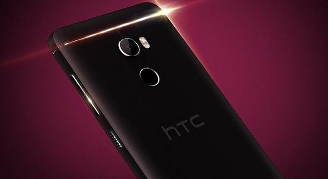 Không phải mới gần đây mà tin đồn về HTC One X10 đã xuất hiện từ nhiều tháng trước. Mới đây, trang Twitter @evleaks đã đăng tải hình ảnh báo chí chính thức được cho là của HTC One X10.