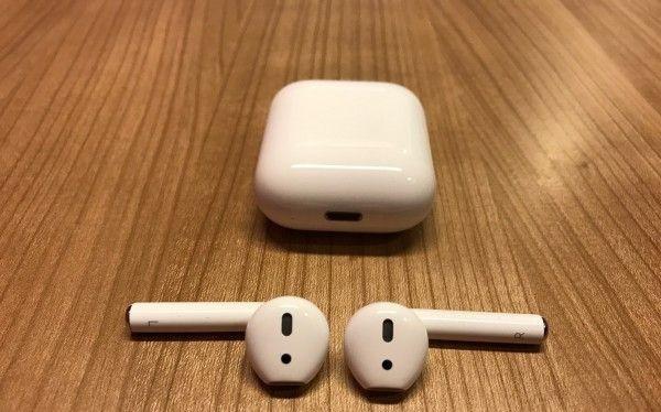 AirPods là sản phẩm tai nghe không dây đầu tiên của Apple