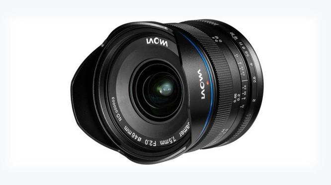 Theo PetaPixel, với độ dài tiêu cự 7.5mm, ống kính này cho góc nhìn đến 110 độ, hoàn toàn phù hợp cho việc chụp ảnh thiên văn, phong cảnh hay các trường hợp ánh sáng yếu.
