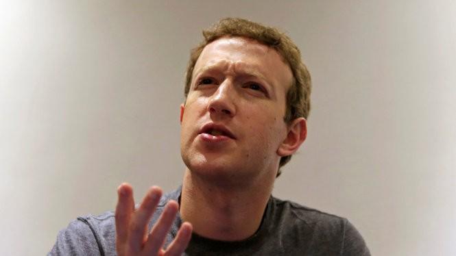 CEO của Facebook, ông Mark Zuckerburg, trong cuộc trả lời phỏng vấn Reuters tại Đại học Bogota - Ảnh: Reuters