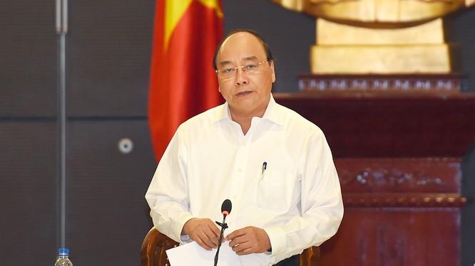 Thủ tướng Nguyễn Xuân Phúc làm việc với lãnh đạo các bộ, ngành xử lý các kiến nghị của doanh nghiệp.