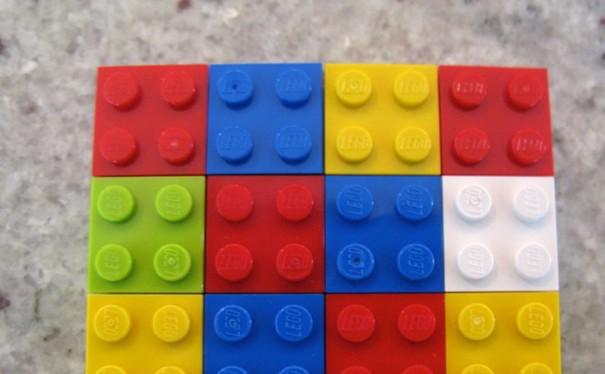 Một hình chữ nhật được lắp bằng LEGO