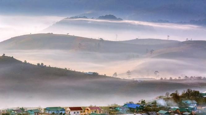 "Bức ảnh ""Dasar Village in misty day"" của nhiếp ảnh gia Nguyen Tat Thang."