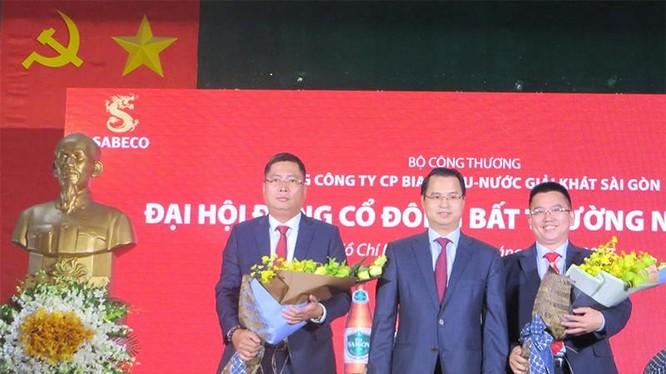 Ông Nguyễn Thành Nam - Tân Tổng Giám đốc Sabeco (người đứng ngoài cùng bên trái) - Nguồn: Internet