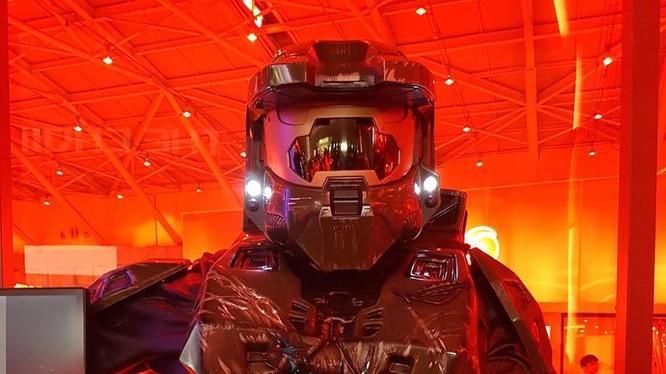Máy tính hình Master Chief của Stephen Hoad dành được nhiều sự quan tâm. Master Chief với bộ giáp Spartan bảo vệ thiết bị bên trong, ở đây tác giả sử dụng linh kiện của Asus ROG.