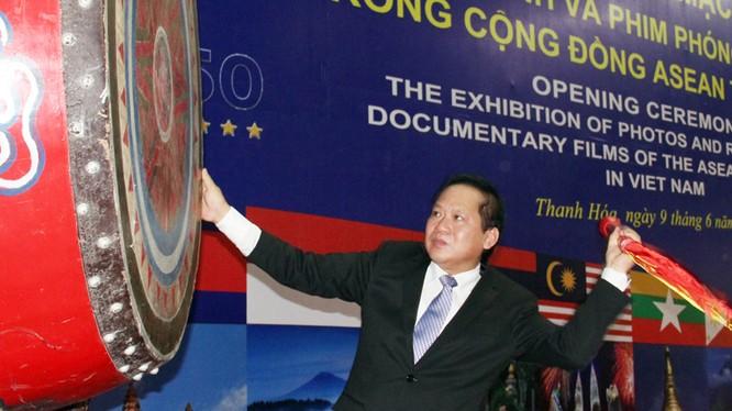 Bộ trưởng Trương Minh Tuấn đánh trống khai mạc triển lãm