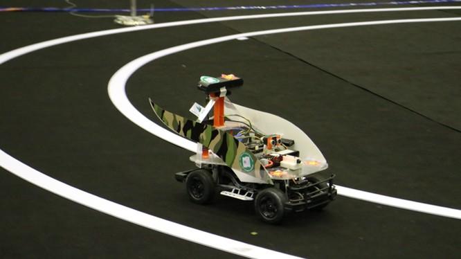 Hình ảnh mẫu xe tự lái tham gia cuộc thi xe không người lái do FPT tổ chức hồi tháng 5/2017