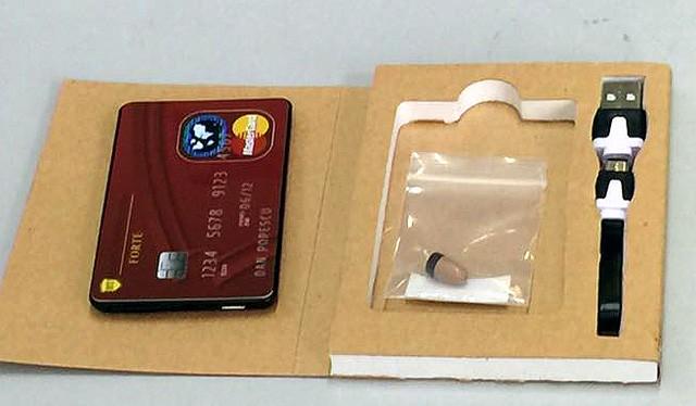 Thiết bị thu âm dạng thẻ ATM.