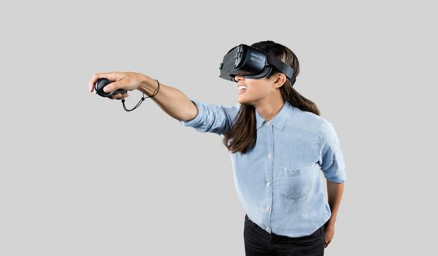 Samsung Gear VR 2017 với bộ điều khiển cầm tay không dây - Ảnh: UploadVR