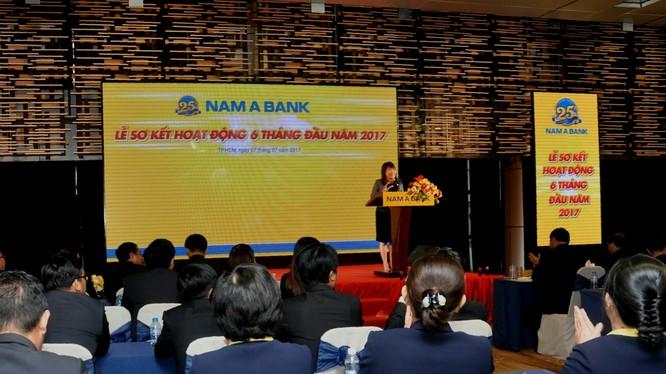 Bà Lương Thị Cẩm Tú – Tổng Giám đốc Nam A Bank phát biểu chỉ đạo tại buổi Lễ.
