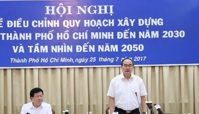 Phó Thủ tướng Trịnh Đình Dũng cùng Bí thư Thành ủy TPHCM Nguyễn Thiện Nhân
