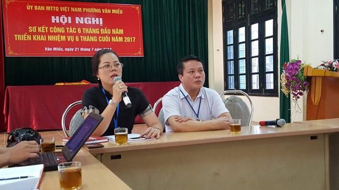 Bà Vũ Mai Khanh, chủ tịch UBND phường Văn Miếu, trong buổi gặp với báo chí sáng 26-7.