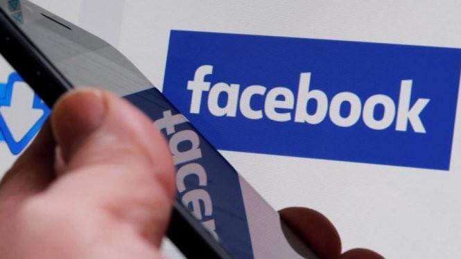 Nguồn thu chính của Facebook là từ các dịch vụ trên điện thoại thông minh - Ảnh: Reuters