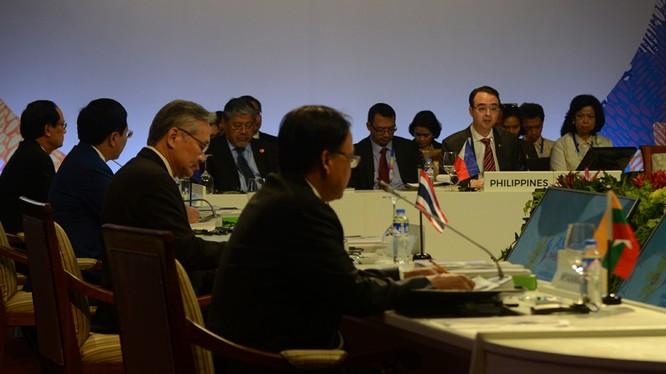 Phiên họp các bộ trưởng ASEAN tại Manila, Philippines - Ảnh: ABS-CBN