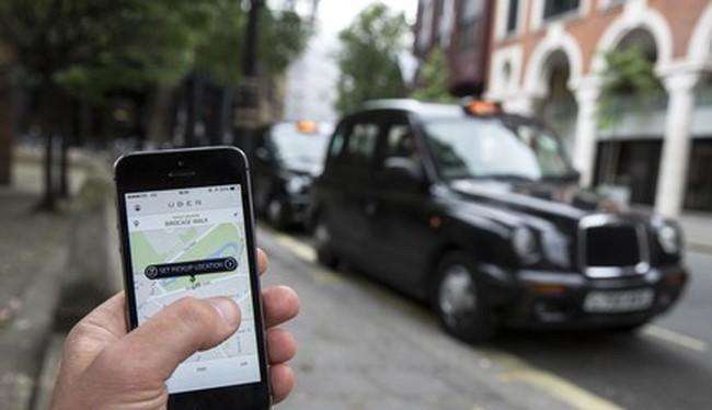 Ở nước ngoài, taxi công nghệ là loại hình dịch vụ tiên tiến và được ủng hộ. Ảnh: Reuters.