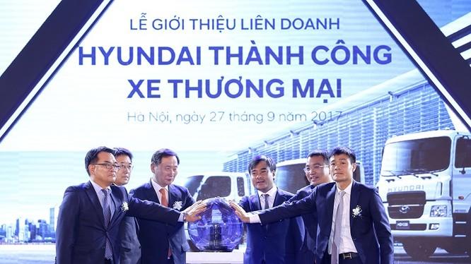 Đại diện Tập đoàn Hyundai - Tập đoàn Thành Công thực hiện nghi lễ hợp tác. Nguồn: Huyndai