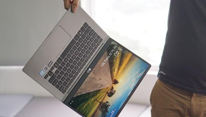 LG phát hành mẫu laptop 14 inch Gram với cân nặng chỉ bằng 2 cốc cafe. Ảnh: Thành Duy.