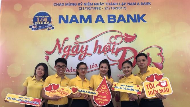 Những nụ cười rạng rỡ của CBNV Nam A Bank trong Ngày hội đỏ 2017.