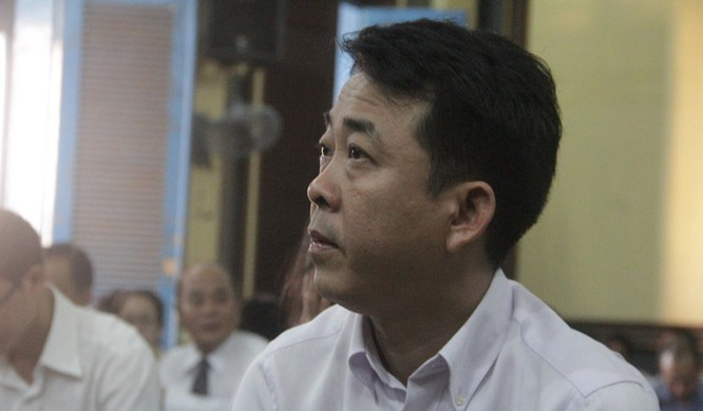 Cựu chủ tịch VN Pharma Nguyễn Minh Hùng tại tòa. Ảnh: Dân trí