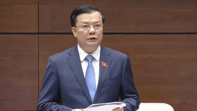 Bộ trưởng Đinh Tiến Dũng tại phiên họp Quốc hội chiều 1/11. Nguồn: Zing