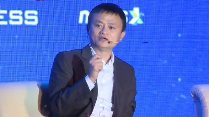 Tỷ phú Jack Ma tại diễn đàn sáng 6/11. Ảnh chụp màn hình: VietTimes.