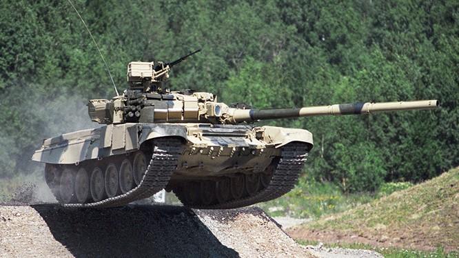 Xe tăng T-90 trong một buổi diễn tập.