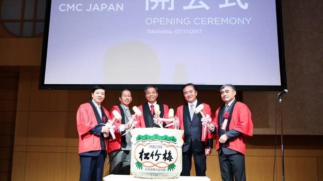 Thứ trưởng Nguyễn Minh Hồng cùng Đại sứ Việt Nam tại Nhật Bản Nguyễn Quốc Cường và lãnh đạo CMC làm lễ khai trương văn phòng tại Nhật Bản. Nguồn Bộ TT&TT.