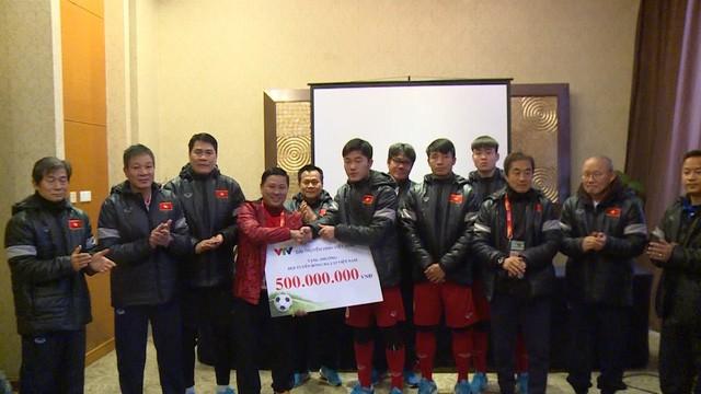 Đài Truyền hình Việt Nam trao thưởng cho ĐT U23 Việt Nam. Nguồn: VTV