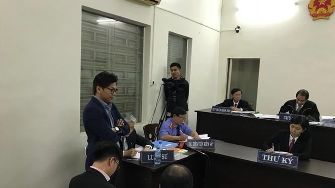 Toàn cảnh phiên tòa Vinasun kiện Grab Taxi. Nguồn: Lao động