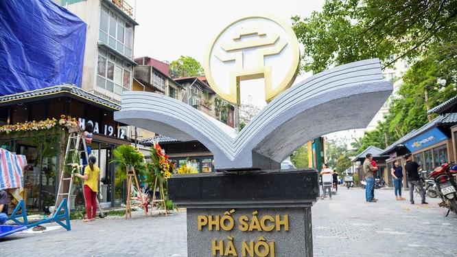 Phố Sách Hà Nội được đặt tại Phố 19 tháng 12, quận Hoàn Kiếm. Ảnh: UBND TP. Hà Nội.