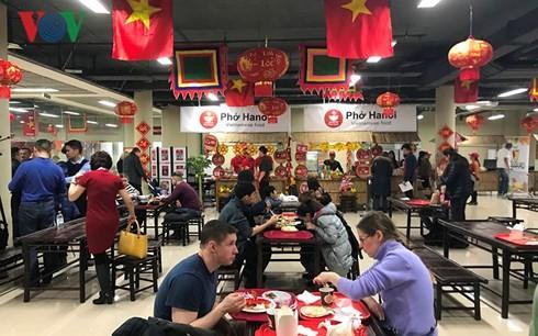 Nhà hàng Việt rất đông thực khách