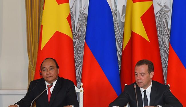 Thủ tướng Nguyễn Xuân Phúc hội đàm với Thủ tướng Nga