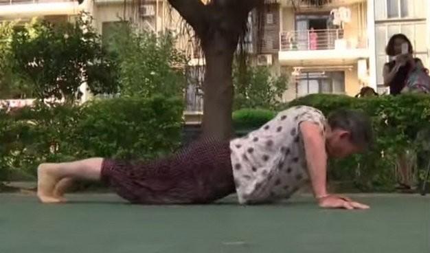 Sốc: Cụ bà 81 tuổi hít đất 100 cái mỗi sáng