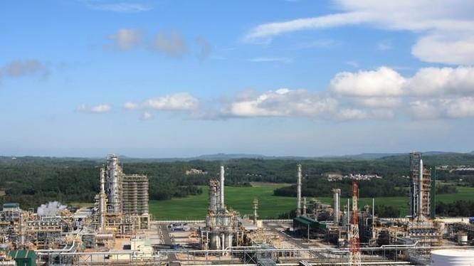 Từ khi NMLD Dung Quất đi vào hoạt động đến nay đã sản xuất được 40,79 triệu tấn sản phẩm, sản lượng tiêu thụ là 40,53 triệu tấn. Tổng doanh thu đạt 758,1 ngàn tỷ đồng. Nộp ngân sách nhà nước đạt 129,4 ngàn tỷ đồng