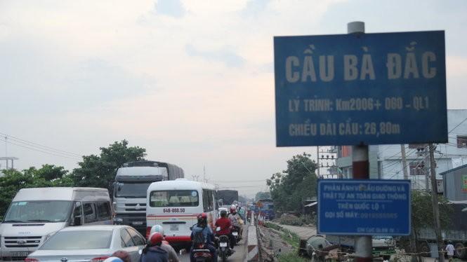 Cầu Bà Đắc, một trong những nút thắt cổ chai trên quốc lộ 1 đoạn qua Tiền Giang khiến kẹt xe thường xuyên