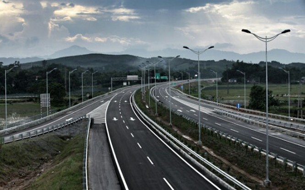 Mục tiêu thành lập VEC ban đầu là để đầu tư hệ thống đường bộ cao tốc theo nguyên tắc tự hạch toán kinh doanh, tự hoàn vốn, nhưng sau 12 năm hoạt động, ngân sách đã phải bỏ tiền để cấp bù, trả nợ thay cho VEC