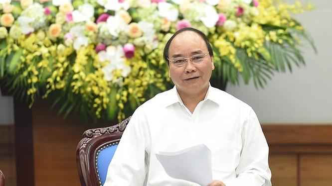 Thủ tướng Nguyễn Xuân Phúc đề nghị các địa phương, các cấp, các ngành phải đồng tâm, hiệp lực, chung sức, chung lòng vượt qua giai đoạn ngân sách khó khăn hiện nay - Ảnh: VGP/Quang Hiếu