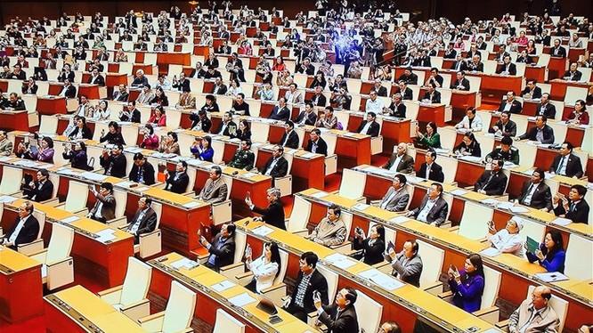 Đại biểu Quốc hội tán thành cấp thị thực điện tử cho người nước ngoài. Ảnh: Vân Ly