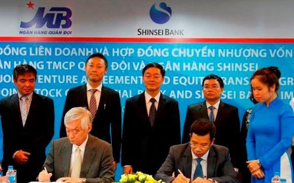 Đại diện của MB và Shinsei Bank tại lễ ký kết