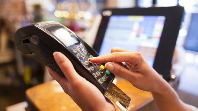 Chủ thẻ Woori Bank phát hành tại VN có thể giao dịch thanh toán trên gần 17.200 máy ATM và 230.000 máy POS thuộc hệ thống của NAPAS