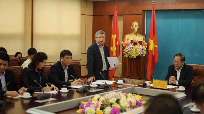 Ông Nguyễn Thanh Lâm, Cục trưởng Cục Phát thanh, Truyền hình & Thông tin điện tử (Bộ TT&TT) trao đổi tại buổi làm việc.