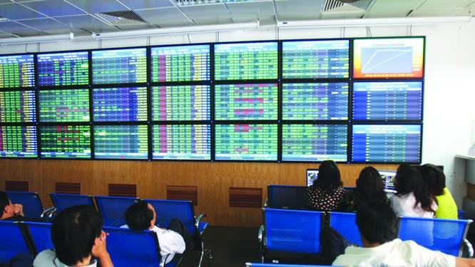 Cổ phiếu bluechip là động lực chính để kéo VN – Index quay đầu đi lên