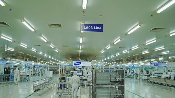 Tổ hợp nhà máy Samsung Electronics Ho Chi Minh Complex (SEHC) được khởi công từ giữa năm 2015 và chính thức đi vào hoạt động từ năm 2016. Đây là nhà máy sản xuất màn hình TV và các thiệt bị điện tử gia dụng lớn thứ 2 thế giới của Samsung, sau nhà máy ở Me