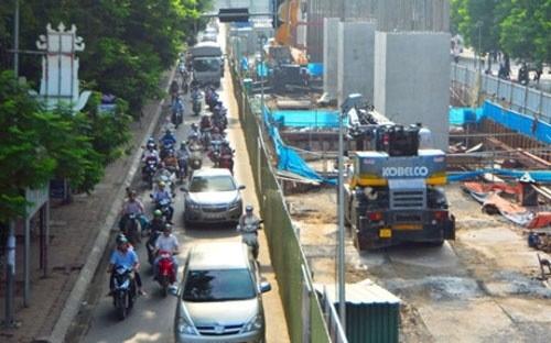 Nhiều hộ dân có đơn thư khiếu nại cho rằng thiết kế các ga ngầm của dự án không hợp lý, dẫn đến phải thu hồi nhà ở của nhiều hộ dân.