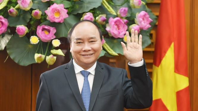 Thủ tướng Nguyễn Xuân Phúc lên đường thăm chính thức Hoa Kỳ theo lời mời của Tổng thống Donald Trump. - Ảnh: VGP/Quang Hiếu