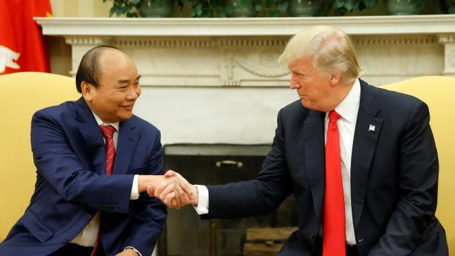 Thủ tướng Nguyễn Xuân Phúc và Tổng thống Donald Trump Ảnh: Reuters