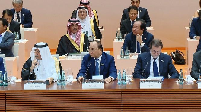 Thủ tướng Nguyễn Xuân Phúc phát biểu tại tại Phiên thảo luận về phát triển bền vững, biến đổi khí hậu và năng lượng của Hội nghị Thượng đỉnh G20 tại Hamburg, Đức. Ảnh: VGP