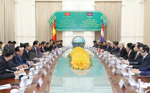 Tổng bí thư Nguyễn Phú Trọng hội kiến Thủ tướng Campuchia Samdech Hun Sen. Ảnh: TTXVN