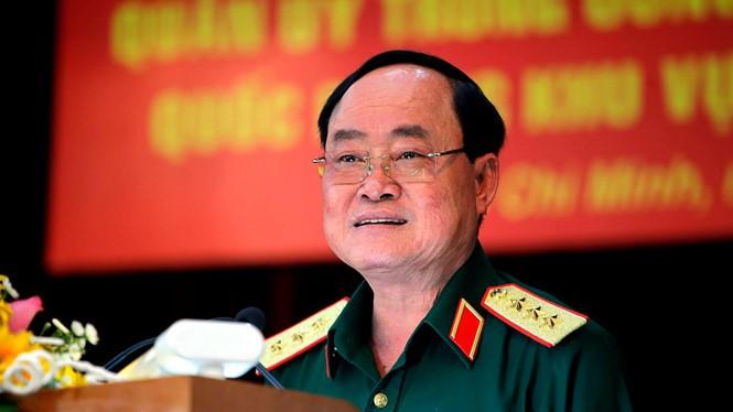 Thượng tướng Trần Đơn - Thứ trưởng Bộ Quốc phòng báo cáo tình hình sử đụng đất quốc phòng khu vực sân bay Tân Sơn Nhất tại Hội nghị sáng 8.8 Ảnh: Ngọc Dương