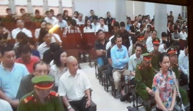 Bị cáo Nguyễn Minh Thu trả lời trước tòa ngày 9/9